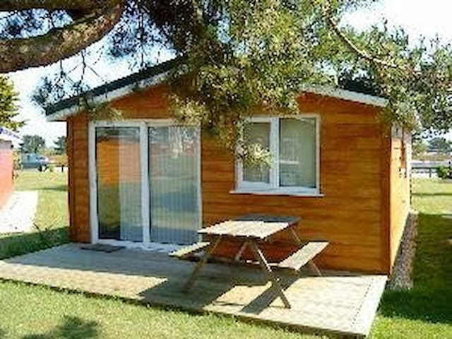 2 bedroom self catering holiday chalet st merryn