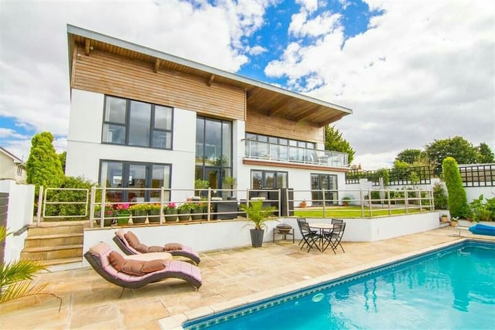 Luxury Private Room with Pool close to Cardiff - Barry  - Casa
