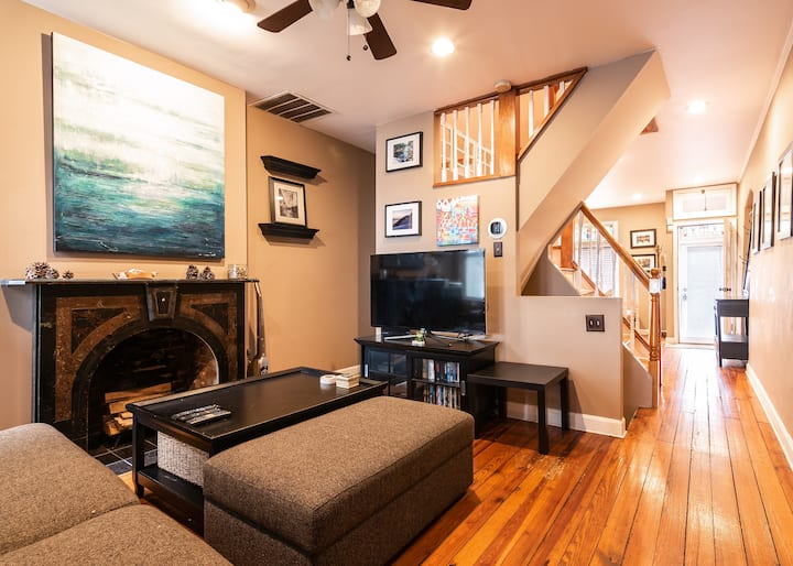 Bmore @Home in Canton Charm 3 BR Home+ Roof Deck