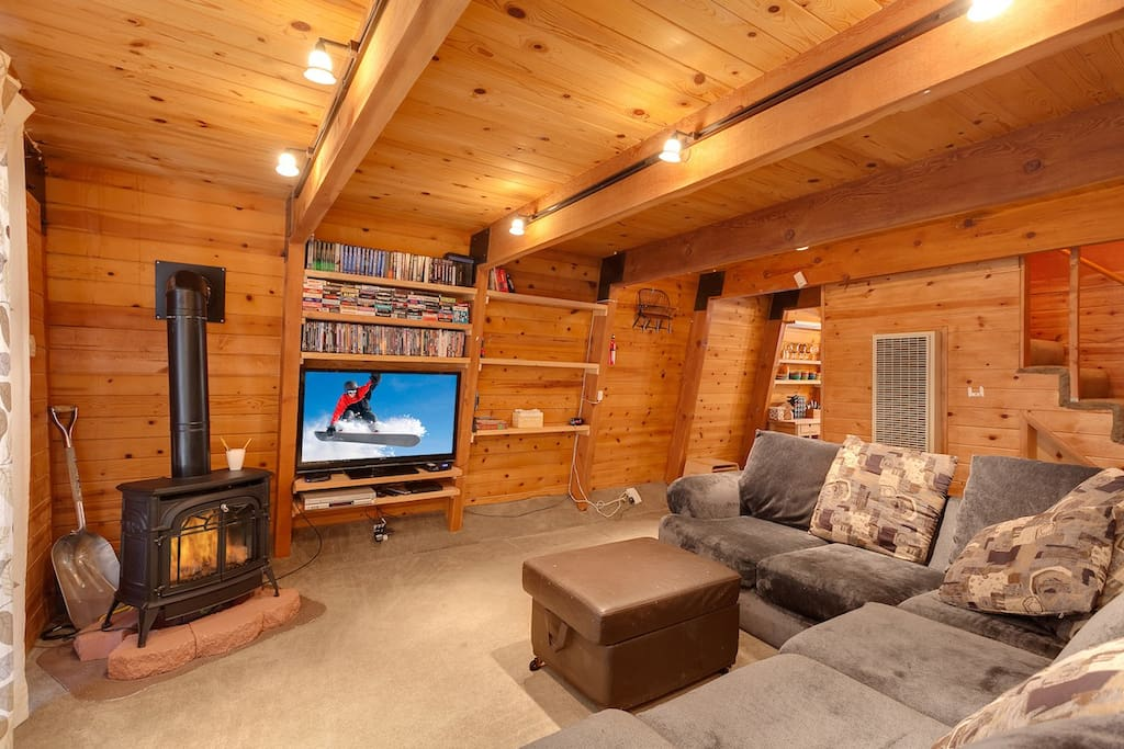 Great open beamed Living area with  Smart flatscreen TV with Netflix .