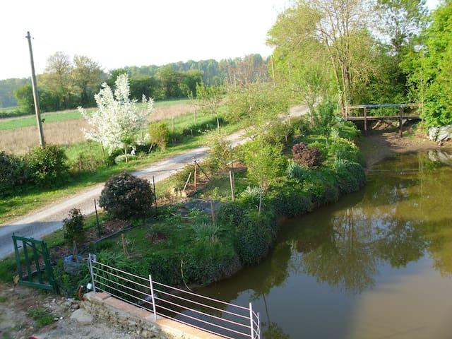 longère de charme en campagne (proche du Mans) - Fercé-sur-Sarthe - บ้าน