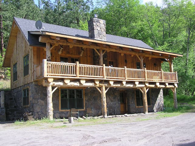 Unique Lodge on private White River