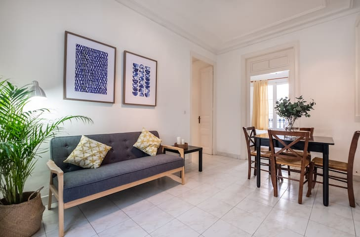 CHARMING 2BDR APARTMENT IN GREAT LOCATION