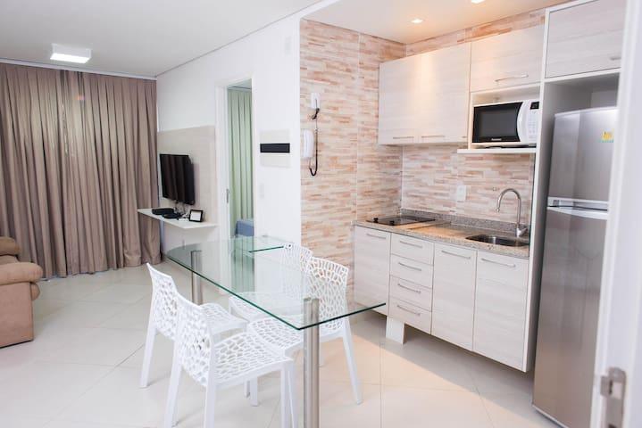 Apto projetado com 1 quarto suíte, sala e cozinha