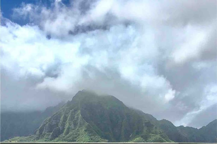 Dramatic Hawaiian Mountain Views