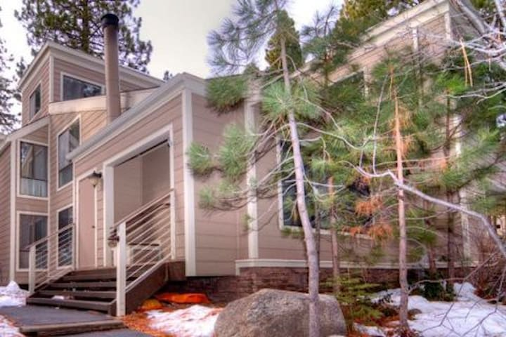 Cozy Forest Pines Condo Lake Tahoe - 傾斜村 - 公寓