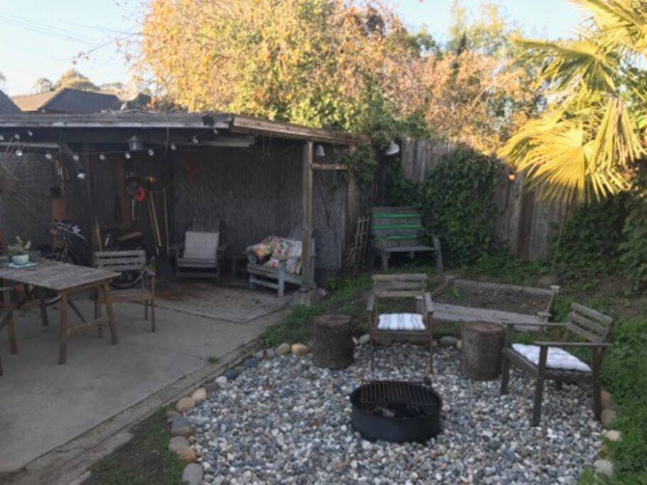 Enclosed backyard with hammock, firepit, gas bbq grill, dining al fresco