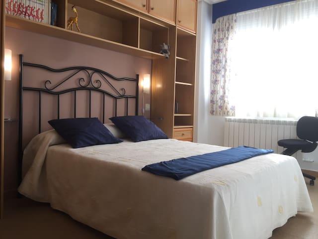 Acogedora habitación, muy luminosa - Benavente