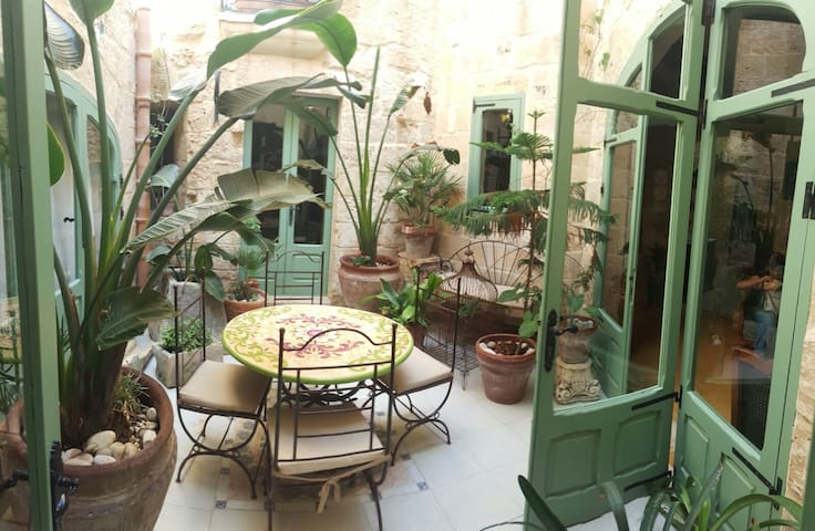 Private Ground Floor Double Room Shared Wet Room - Tarxien - Bed & Breakfast