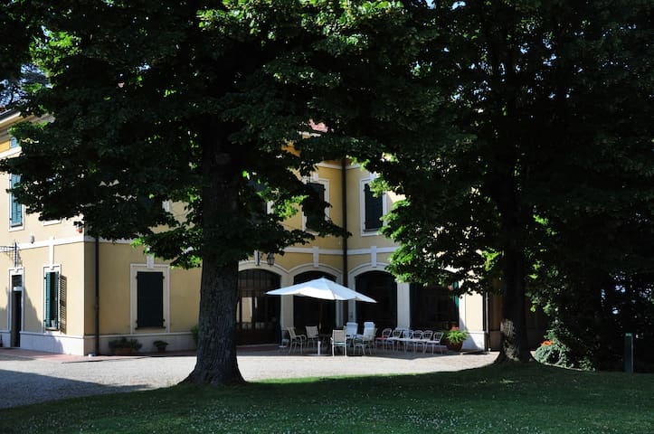 Family luxury paradise, up to 10 people - Casteggio - Villa