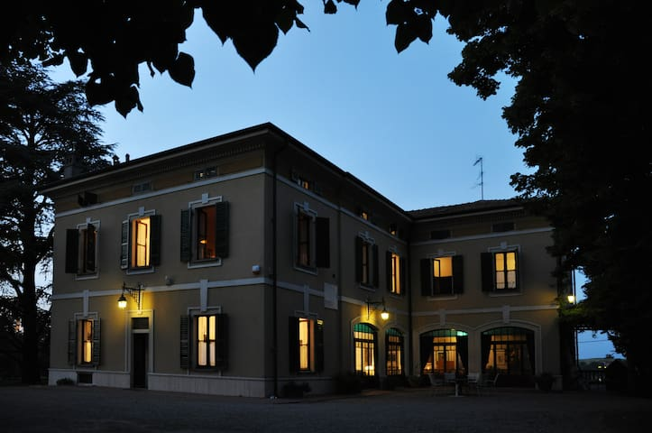 Family luxury paradise, up to 10 people - Casteggio - Vila