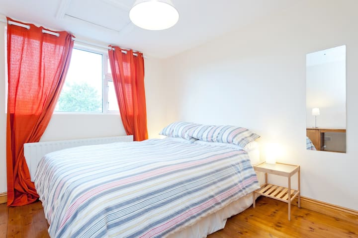Quiet and cosy double room with private bathroom