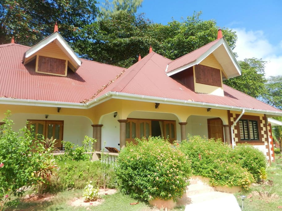 3 bedroom house on la digue houses for rent in la digue for Rent a house la