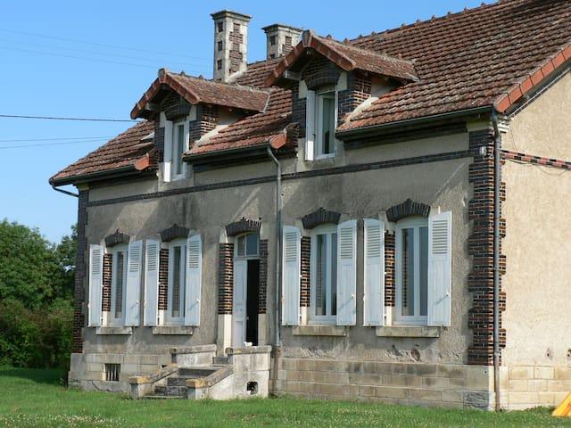 Grande maison de campagne, piscine - Charenton-du-Cher - Talo