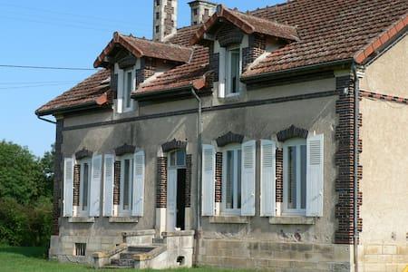 Grande maison de campagne, piscine - Charenton-du-Cher