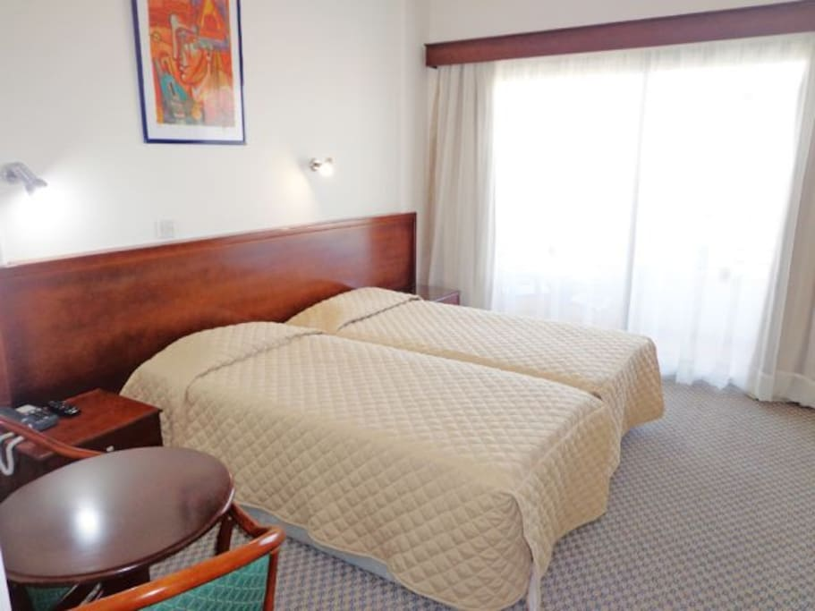 Small friendly town centre hotel bed and breakfasts for Small friendly hotels