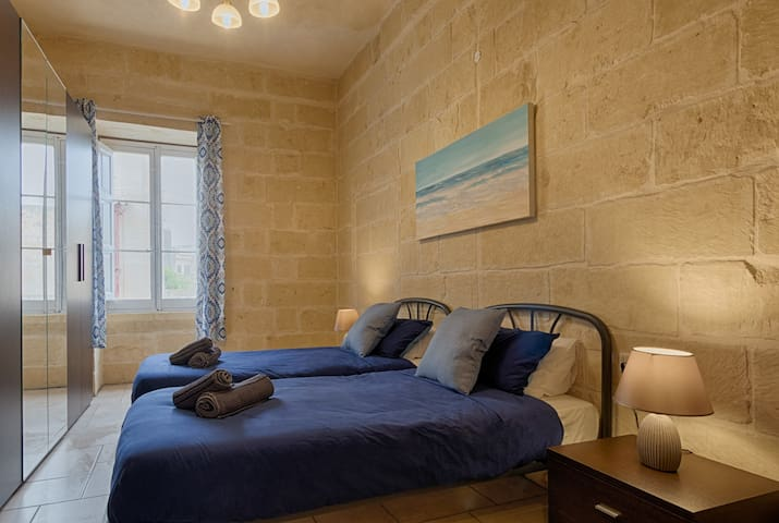 Stylish Deluxe Twin BR in the heart of Gozo