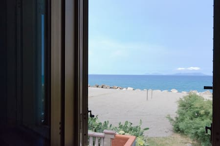 Apartment in front of the beach - Mongiove - Daire