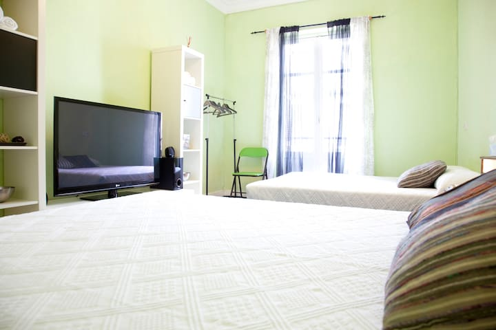 Habitacion amplia y confortable! - São Sebastião - Apartamento