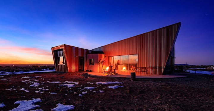 Solar powered Taos home with huge views & hot tub
