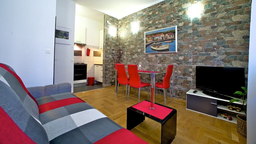 Cosy apartment near center with free parking