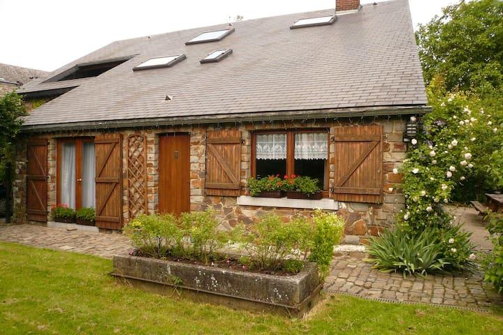 Idéal pour séjour familial avec jardin cloturé, terrasse, sauna, salle de jeux