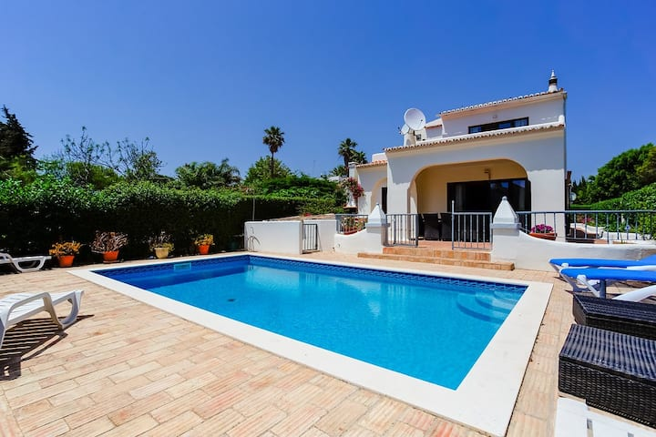 Completley refurbished villa with swimming pool