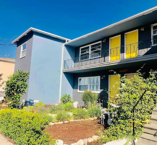 Two bedroom apartment in trendy Highland Park.