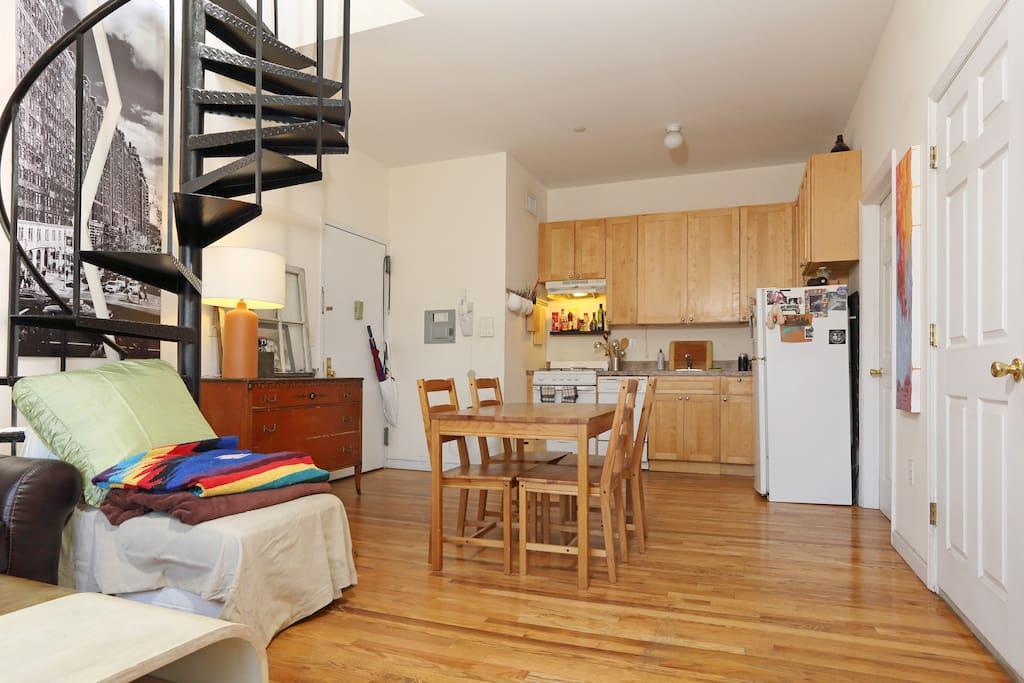 brooklyn penthouse guestroom wohnungen zur miete in brooklyn new york vereinigte staaten. Black Bedroom Furniture Sets. Home Design Ideas