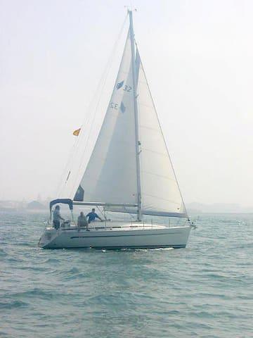 Bavaria Yacht 32 feet in Spain