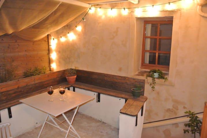 Maison de charme accolée au château de Castries - Castries - Rumah