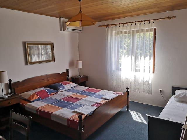 Second triple room