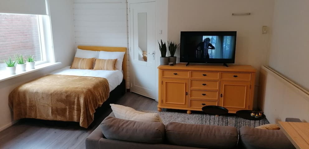 Stylish apartment 20 min from Amsterdam