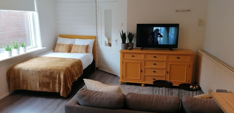 Stylish apartment 20 min from Amsterdam
