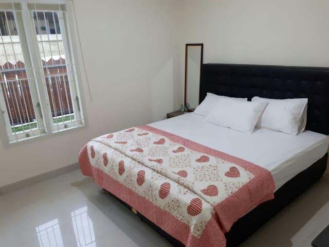 ZALTI Lombok Home Stay - Kota Mataram - บ้าน