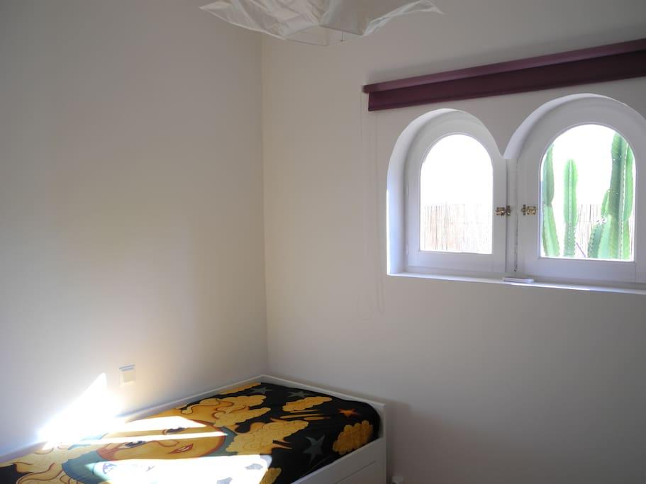 small cosy bedroom