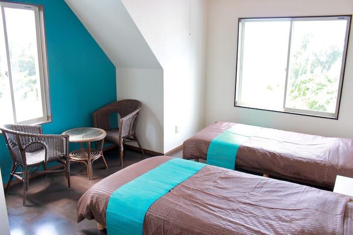 Wi-Fi完備! バス付きキッチン付き!完全貸切個室Twin Room - 国頭郡 - Bed & Breakfast