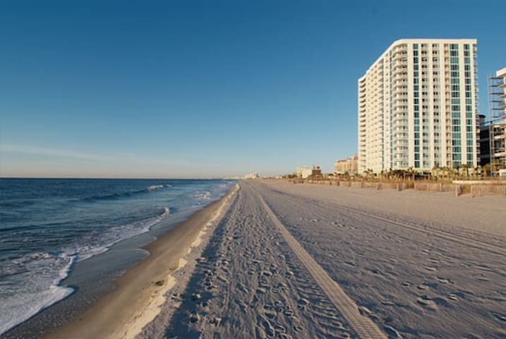 Sleep 6 in a NICE 2 BR Ocean Front - North Myrtle Beach - Apartamento