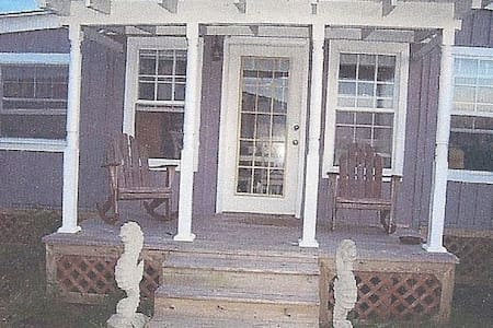 Charming waterfront 2 BR cottage - Smith Island - Ev