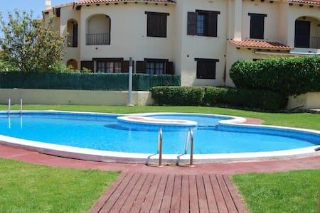 Beach House w. pool near Barcelona - Roda de Berà - Ev