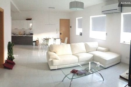 Luxury central top floor apartment - Pieta
