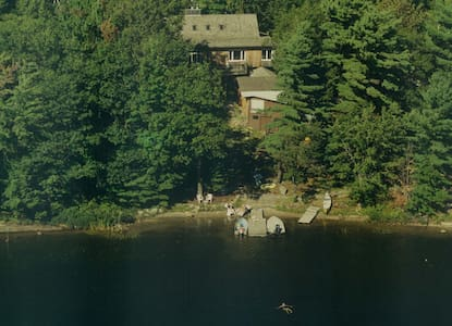 Bala Retreat: Lakeside Full Cottage Rental Muskoka - Port Carling - Mökki