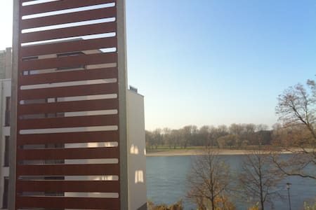 Right beside Rhine, close to fair - Köln - Apartment