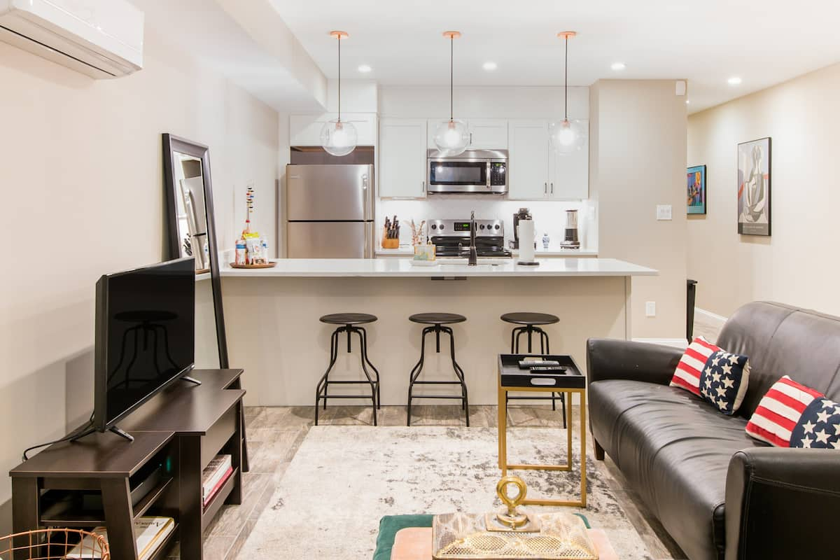 Luxury DC Apartment with Parking and Premium Cable