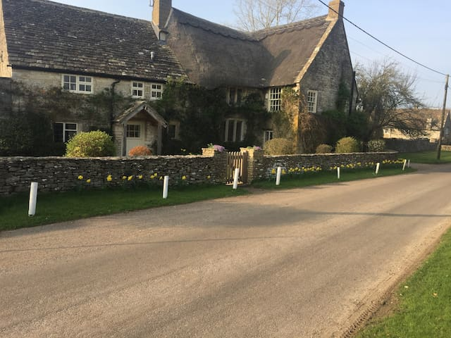 Little Fosse Farm - a farmhouse near Castle Combe - Nettleton - Bed & Breakfast