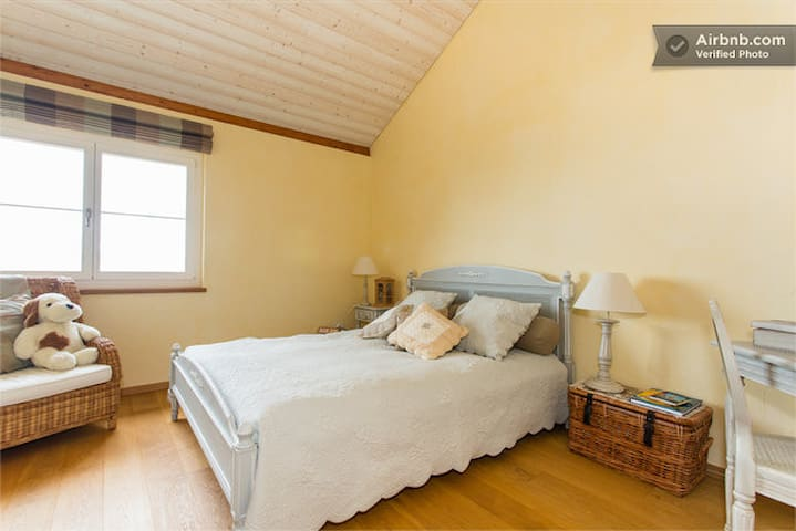 Quiet room with stunning views - Chardonne