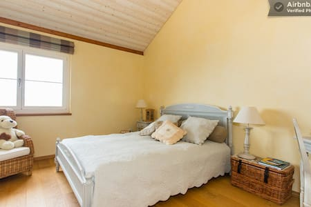 Quiet room with stunning views - Chardonne - Bed & Breakfast