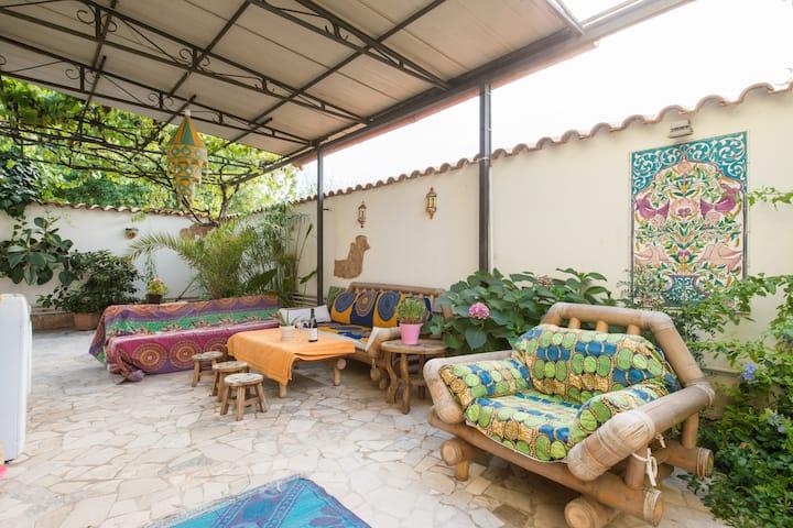 cosy room w/ garden &parking lot