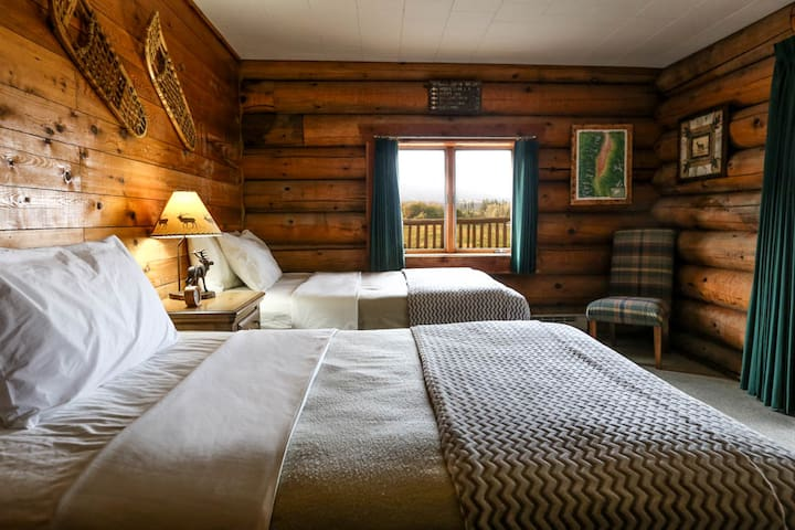 Bitterroot Guest Lodge - Mountain View  (Sleeps 4) - Victor - Chalet