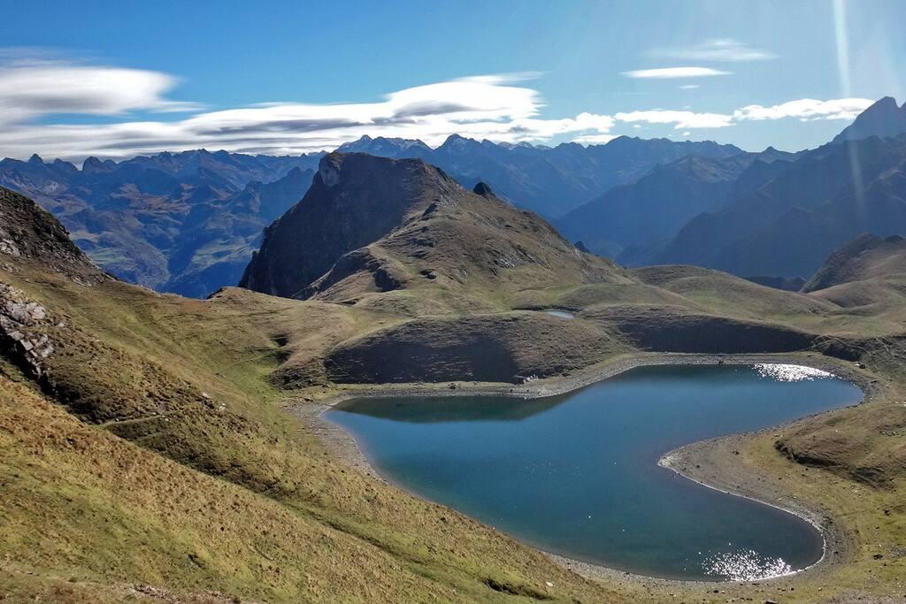 Le Gite itérailles est  le lieu idéal pour réaliser la Rando mythique des Pyrénées qu'est le fameux Lac d'Iseye  en forme de coeur